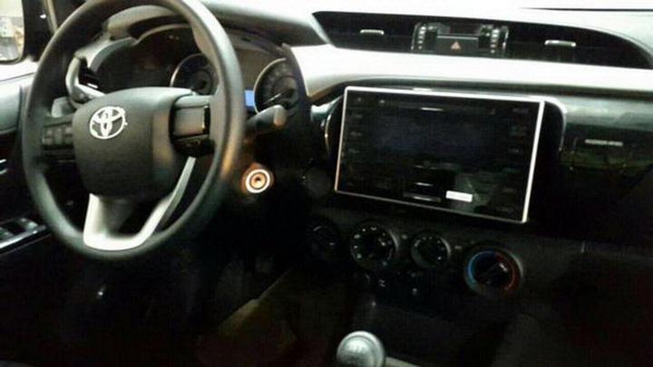 2016-Toyota-Hilux-Revo-Dashboard