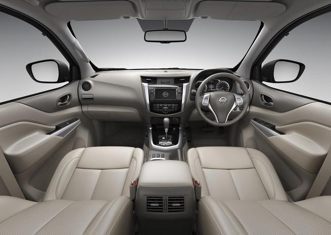 2015-Nissan-Navara-NP300-interior-side