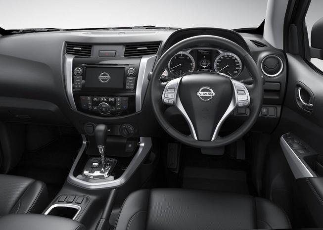 2015-Nissan-Navara-NP300-interior2