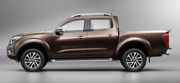 2015-Nissan-Navara-NP300-side